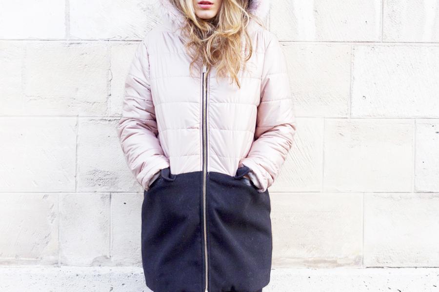 J ai aimé le coté « bi-couleur » de ce manteau mais aussi le jeu de «  bi-matière ». Du rose vs du noir, du brillant vs du mat, du lisse vs du ... a5baaa910243